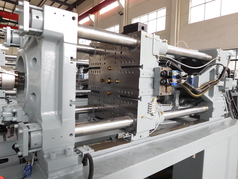 Máquina de moldeo por inyección servo 198 toneladas